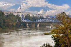 Modern bro över Ebro i Zaragoza Aragon Spanien Arkivfoto