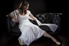 Modern brud- bröllopsklänning arkivbilder
