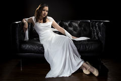 Modern brud- bröllopsklänning Royaltyfria Foton
