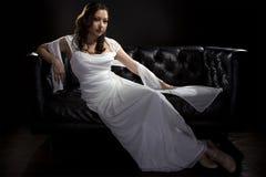 Modern brud- bröllopsklänning Royaltyfria Bilder