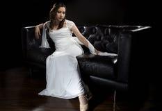 Modern brud- bröllopsklänning Royaltyfri Foto