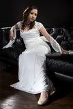 Modern brud- bröllopsklänning Arkivfoto