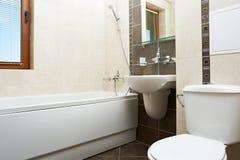 modern brun färg för badrum arkivbild