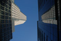 Free Modern Building Reflection Royalty Free Stock Photography - 16664627