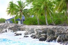 Modern bungalow på havet Fotografering för Bildbyråer
