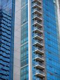 Modern bureau-Flatgebouw met koopflats de bouwdetail Stock Afbeelding