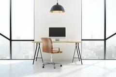 Modern bureau met het schone witte computerscherm Royalty-vrije Stock Afbeelding