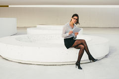 Modern busienss professional woman reading on tablet Royalty Free Stock Photography