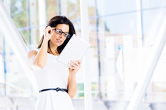 Modern businesswoman reading on tablet Royalty Free Stock Photos