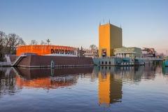 Modern byggnad av det Groningen museet Arkivfoto