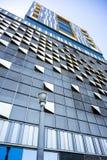 Modern byggnad för höghus med dekorativa beståndsdelar arkivfoton