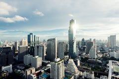 Modern byggnad i Bangkok affärsområde på Bangkok stadsintelligens arkivfoton