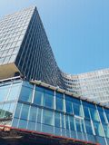 Modern byggnad i den Bryssel gatan, Belgien Royaltyfria Foton