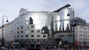 Modern byggnad i den Wien mitten Arkivfoto
