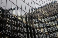 Modern byggnad i härden av den London staden Arkivbilder