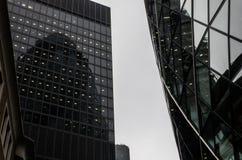 Modern byggnad i härden av den London staden Arkivfoton
