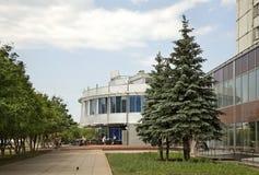 Modern byggnad i Naberezhnye Chelny Ryssland Arkivfoton