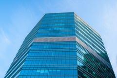 Modern byggnad i Warshaw poland Royaltyfria Foton