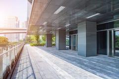 Modern byggnad utomhus Arkivbild