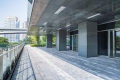 Modern byggnad utomhus Arkivbilder