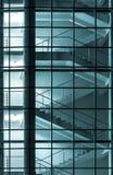 Modern byggnadsfacade med den behind glasväggen Fotografering för Bildbyråer