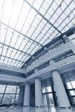 Modern byggnadsinterior Arkivfoto