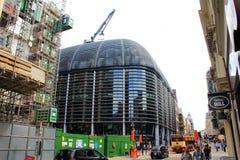 Modern byggnadskonstruktion staden London Förenade kungariket Royaltyfri Bild