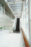 modern byggnadsrulltrappa Royaltyfri Foto