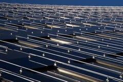 Modern byggnadsyttersida med sol- paneler Royaltyfria Foton