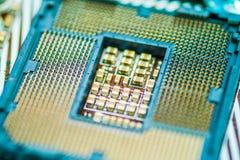 Modern centralenhethålighetCPU CPU-hålighet på moderkortdatoren Motstånden på mitt av CPU-håligheten Fotografering för Bildbyråer