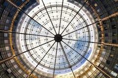 Modern cirkulärabstrakt begreppbyggnad Arkivbild