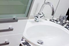 Modern clean badrum Fotografering för Bildbyråer
