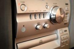 Modern compact audiorack met volumecontrole royalty-vrije stock afbeeldingen