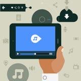 Modern concept die hand mobiel apparaat met media speler app houden Stock Afbeeldingen