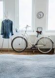 Modern cykel- och grov bomullstvillskjorta arkivbilder