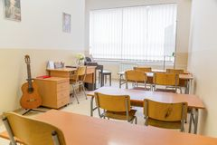 Modern daglichtklaslokaal voor het onderwijsmuziek royalty-vrije stock afbeeldingen