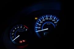Modern Dashboard, Autosnelheidsmeter en teller met donkere wijze Royalty-vrije Stock Foto