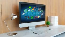 Modern dator med tolkningen för internetpresentation 3D Royaltyfri Fotografi