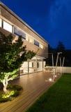 Modern design för arkitektur, hus som är utomhus- Royaltyfria Foton