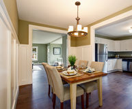 Modern dinning room with hardwood floor and hanging light fixtur Royalty Free Stock Photography