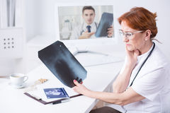 Modern doctor use technology in her work Royalty Free Stock Photos