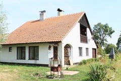 Modern dorpshuis royalty-vrije stock afbeelding