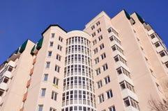 Modern en nieuw flatgebouw. Stock Foto's