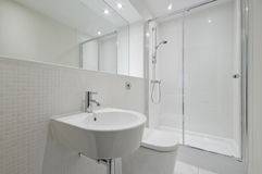 Modern en-suite bathroom Stock Images