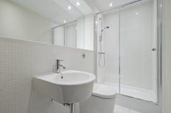 Modern en-suite bathroom Stock Images