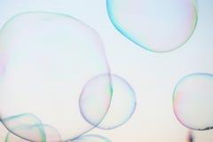 Modern enkel abstrakt design för närbildsåpbubblabakgrund med copyspace Arkivfoto