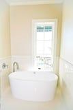 Modern exklusiv badrum Arkivfoton