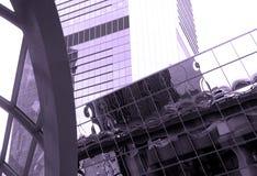 Modern exponeringsglas- och concretbyggnad Arkivfoton