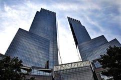 Modern exponeringsglasbyggnadsCentral Park NY arkivfoto
