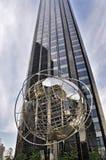 Modern exponeringsglasbyggnadsCentral Park NY arkivbilder